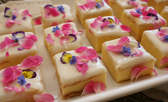 homemade-vanilla-slice-with-edible-flowers_lr